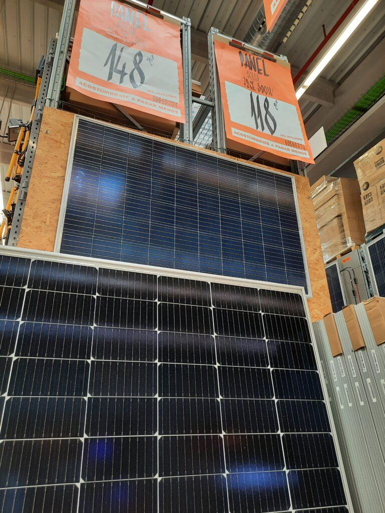 Paneles Solares Fotovoltaicos de Oferta en un Centro Comercial